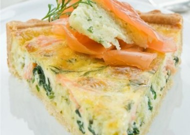 Easy and fast salmon quiche meal