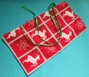 Christmas cloth bag to alternative to holiday gift wrap and packaging