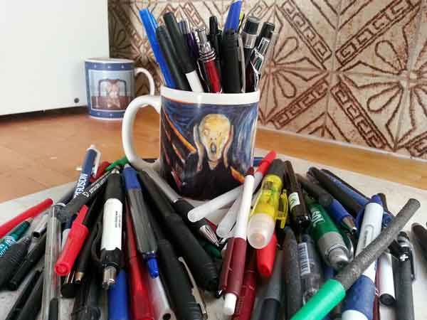Scream Mug with Disposable Ballpoint Pens