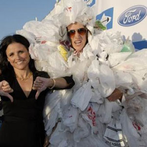 Celebrity Julia Louis-Dreyfus supports the environment and says no to plastic bags