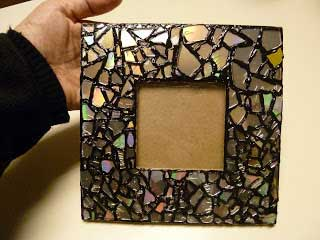 You can turn old CDs into great gifts like this photo frame (Image: makeiteasycrafts.com)