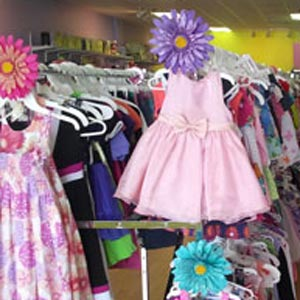 thrift-store-shopping-kids